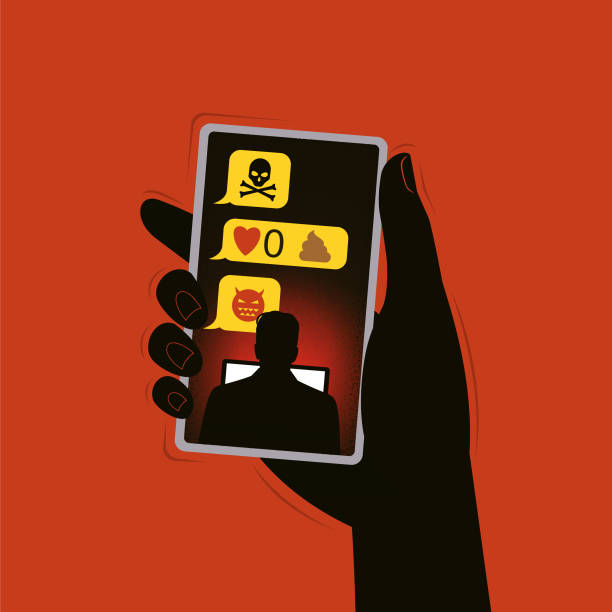 Female hand holds a mobile, negative texts are visible on the screen. FOTO: Istock